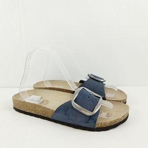 Cliff slide in Sandals size 8